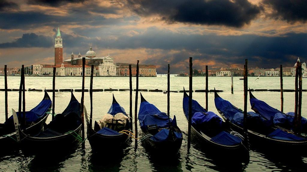 【悲報】イタリア、うっかり座ったら罰金6万円のトンデモ法案  観光客に悩むベネチア市長が提案