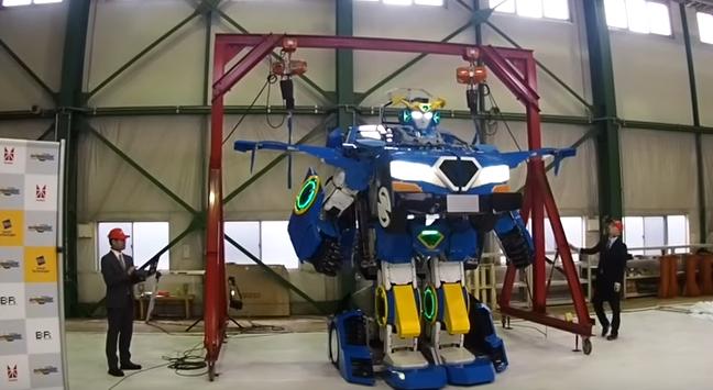 【動画】アニメみたいな「搭乗型ロボット」が遂に登場!!!