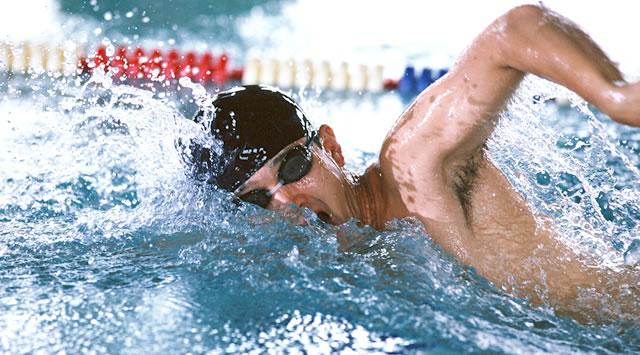 【水泳】クロールのバタ足、速くなる効果なし。むしろ水の抵抗増すと大学研究チームが発表
