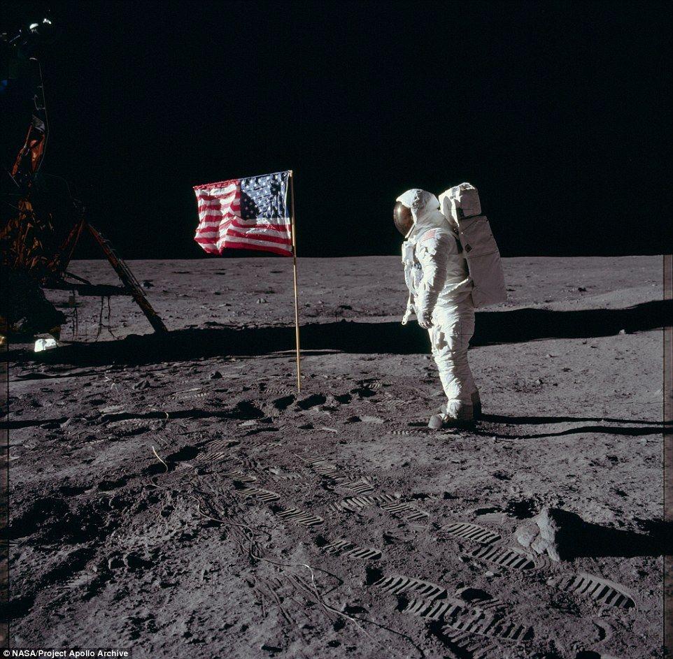 【画像】NASAが新たな月面着力時の写真を公開 月に行ってない厨は謝罪しろ