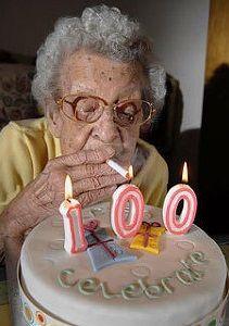 世間「タバコは体に害!」ワイ「一番吸ってきた世代が生き残って高齢化してんだけど」