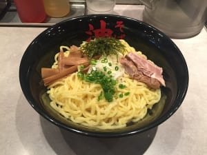 【外食】つけ麺、油そばに「大盛り無料」チェーンが多いのはなぜ? →高コストのスープがゼロ、または、少ないから原価が安い