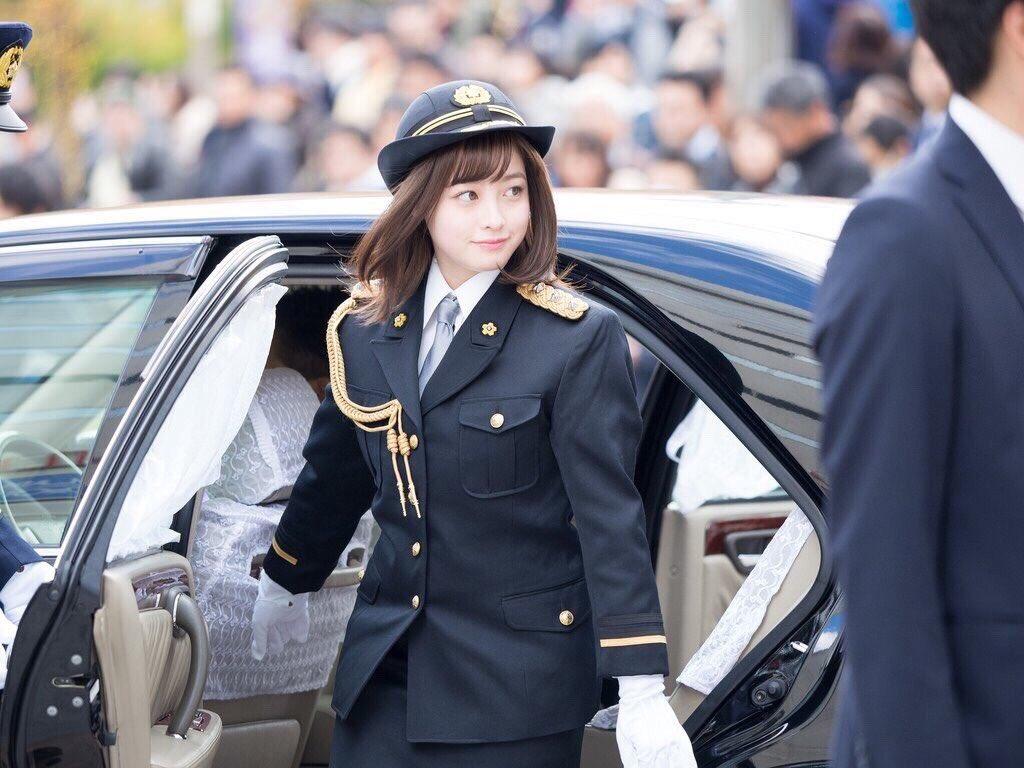 【悲報】23歳女性巡査を書類送検 高速道路を時速175キロで走行 「寝坊して県警の研修会に遅刻しそうだった」