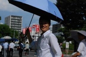 【朗報】今年の夏は「日傘男子」が流行の兆し! SNSで日傘デビューが相次ぐ