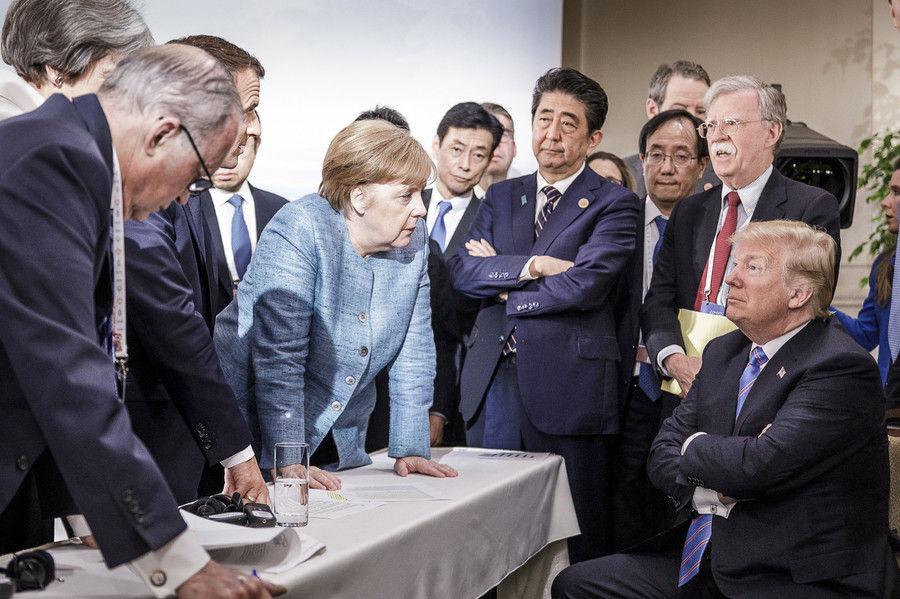 【画像】G7サミットの画像、各国首脳の目線が全くあってなくて中世の絵画みたいになってる件wwww