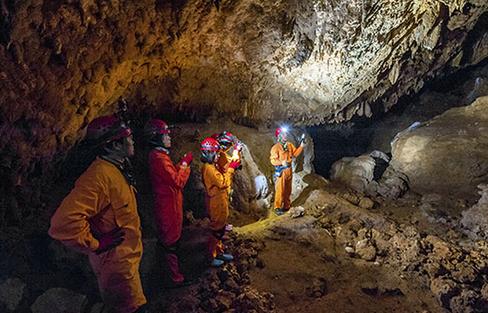 サッカー少年ら13人「洞窟探検」ごっこで洞窟に入ったまま戻らず 丸4日経過