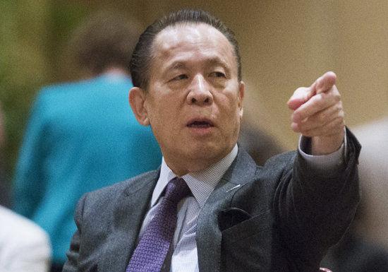 ユニバーサル 岡田元会長、香港で逮捕 複数の賄賂に関する容疑 カジノ関連事業に影響か