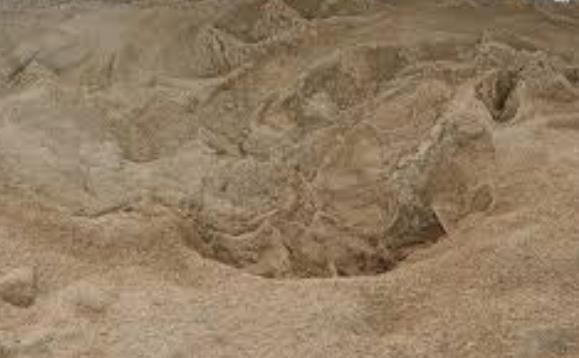 陽キャ「砂浜にめっちゃ深い穴掘ろうぜ!ウェ〜イ!!」→満潮で死ぬ