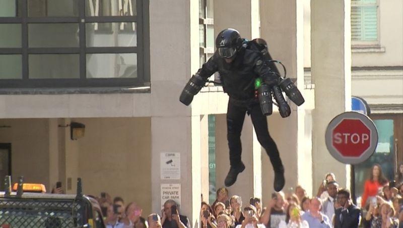 【アイアンマン】飛べるジェットスーツを英百貨店が5000万円で販売 飛行速度記録は時速51キロ、限界高度3658m