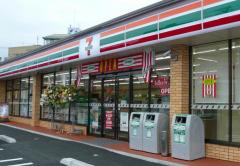 【悲報】セブンイレブンにダイナミックすぎる来店をした客wwww