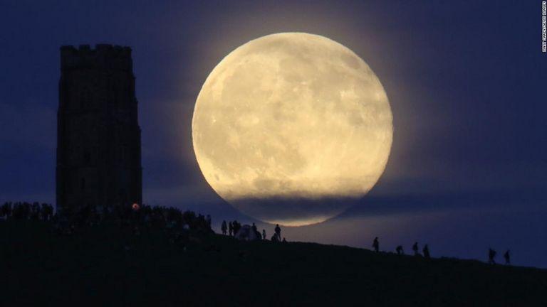 【美麗】28日深夜に「ストロベリームーン」がピーク、米以外にも各地で観測可能!!