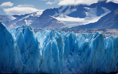 【驚愕】溶けた氷河から72年前の輸送機の残骸 猛暑のスイス