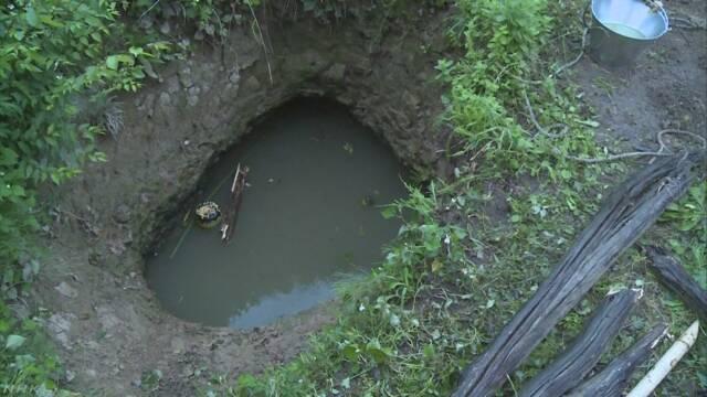 佐渡の少年、自力脱出がほぼ不可能な池に落ちてしまう 誰にも気付かれず溺死