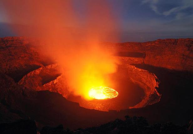 米国人「火山の噴火口でマシュマロ焼いたらどうなるの?」 専門機関「砂糖と硫酸が反応してえらい事になる」