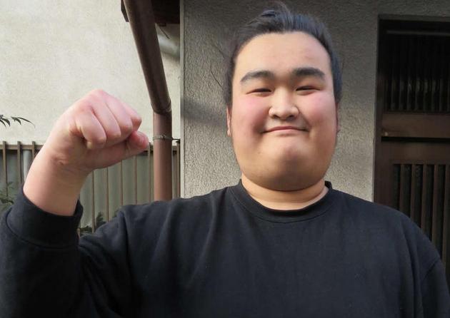 【悲報】力士「朝阪神」、弱すぎて改名へ...改名後、3場所連続3勝4敗