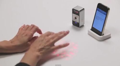 机やテーブルに投影された光(レーザー)がそのままキーボードに!次世代レーザーキーボード「マジックキューブ」が凄すぎる