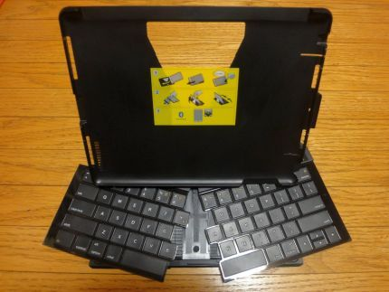 iPad2 のカバーかと思ったら、本体を引き上げると専用キーボードが出現する 「ロジクール トランスフォーム キーボード」 購入レビュー