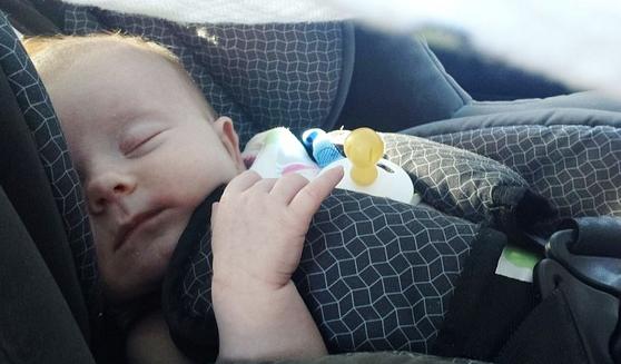 軽乗用車の車内で3カ月男児死亡 ショッピングセンター駐車場で家族が買い物中