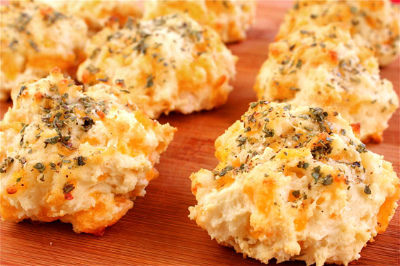 cheddar-garlic-biscuits2_s