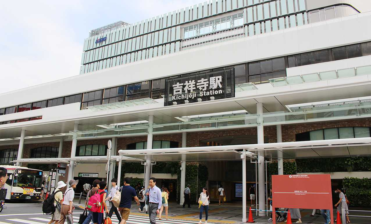 うるさいと言われた中国人が乗客とトラブルになり相手を走行中の電車に接触させ意識不明の重体にさせる・JR吉祥寺駅
