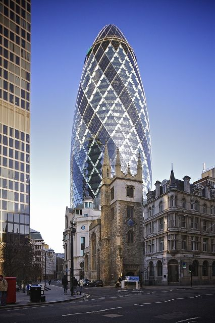 s_30_St_Mary_Axe_from_Leadenhall_Street