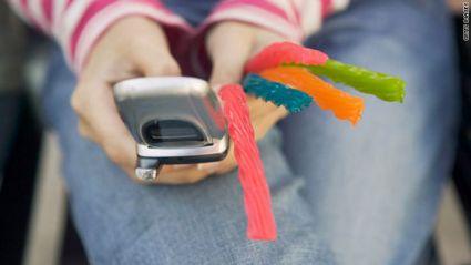 teen-use-phone