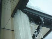 雨樋のツララ