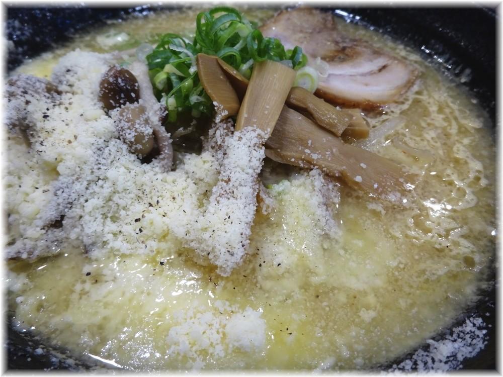 北の大地三田店 チーズときのこの味噌ラーメンの具