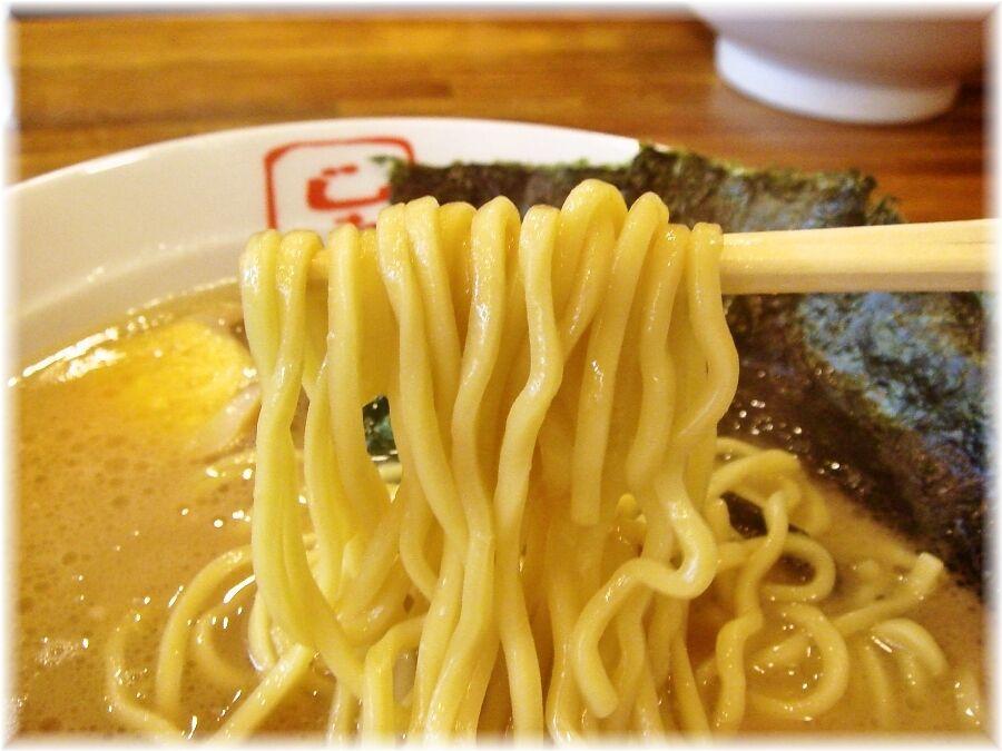 じれっ亭 玉子ラーメンの麺