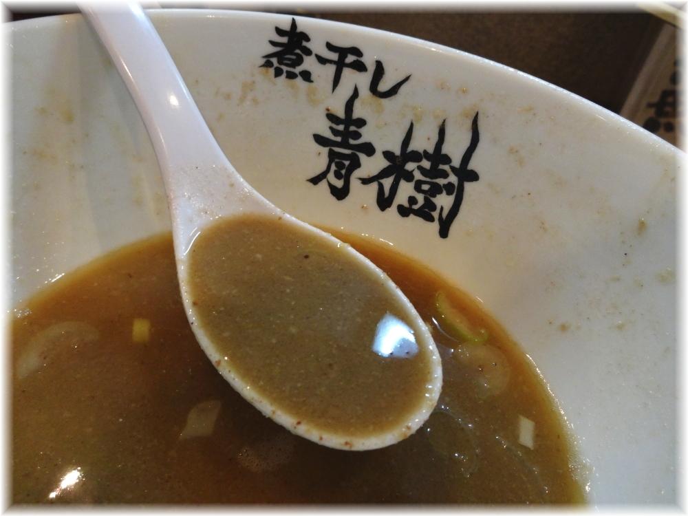 青樹 こってり煮干しらーめんのスープ