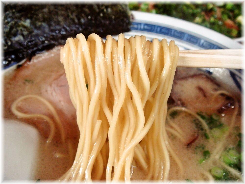 博多ラーメンうりんぼ ラーメンの麺
