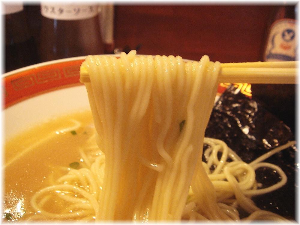 佐賀ラーメン美登里 味自慢ラーメン+生卵の麺