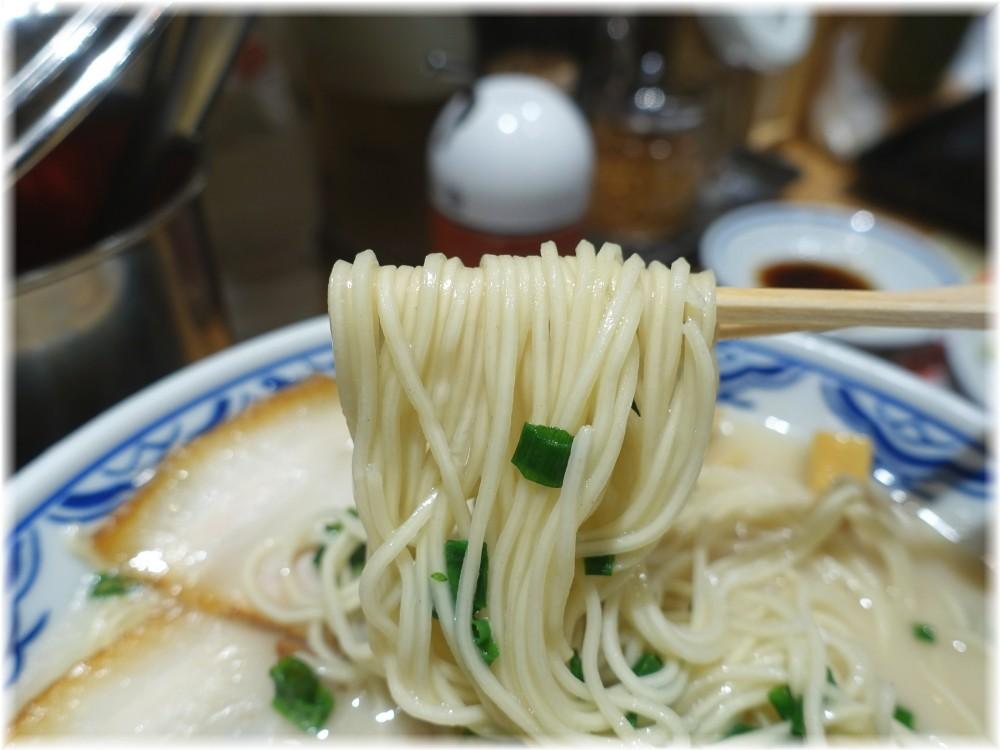 博多らーめん食堂由丸2 とんこつ塩らーめんの麺