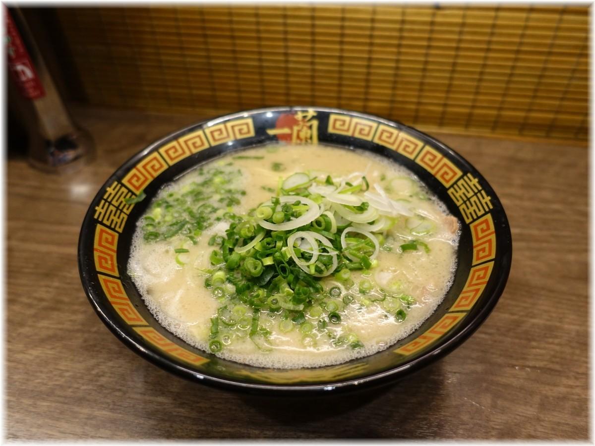 一蘭 横浜桜木町店 ラーメンと追加ネギ2