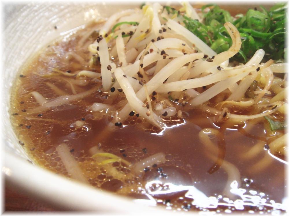本家博多担々麺RON 鶏ガラ醤油ソバのスープ