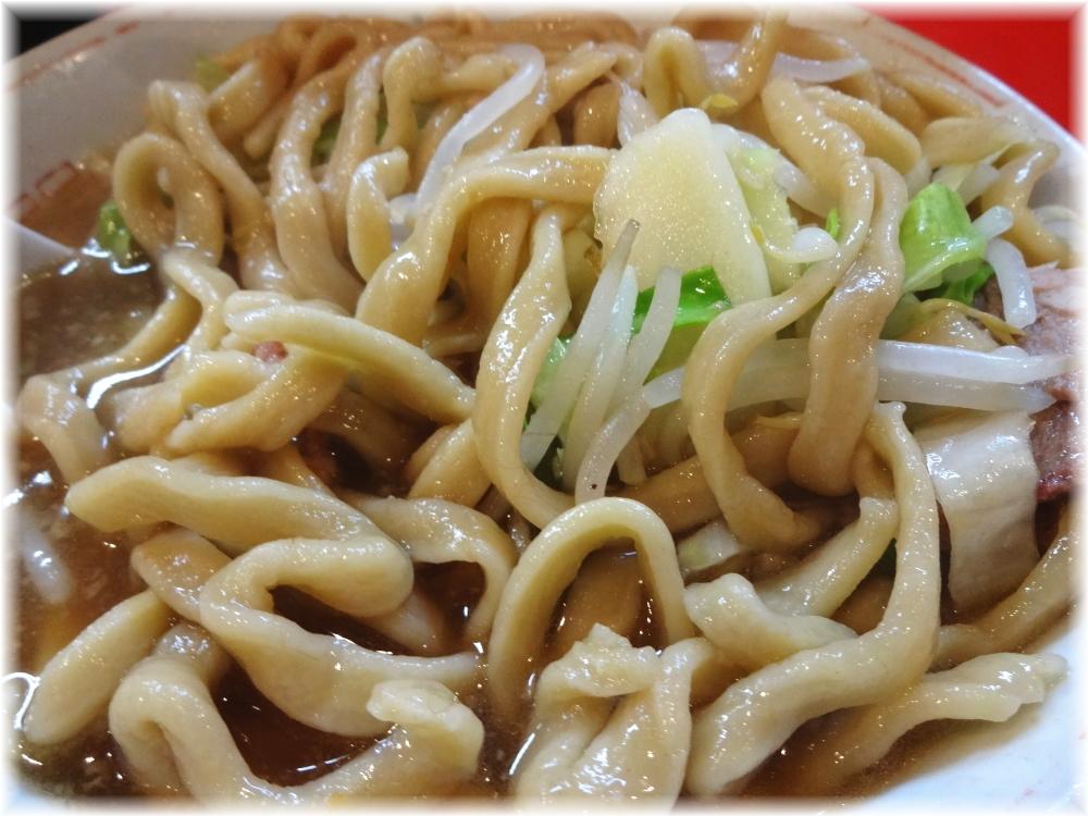 ラーメン二郎府中店 ラーメン(小)の麺