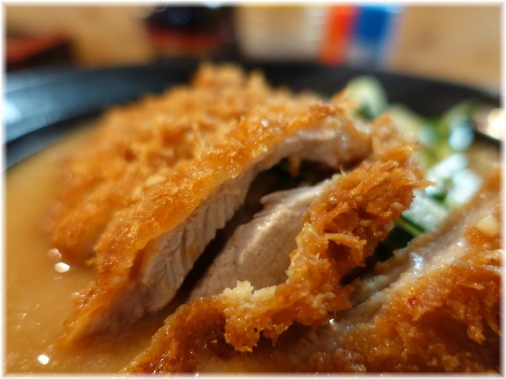 熊さん大宮店2 冷やしスタミナ味噌ラーメンのとんかつ