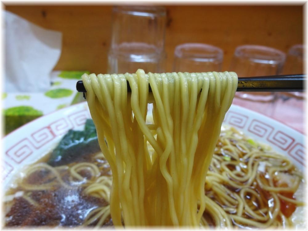 昭和歌謡ショー 半熟味付玉子入り中華そばの麺