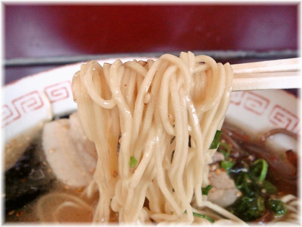 静香 ラーメンの麺