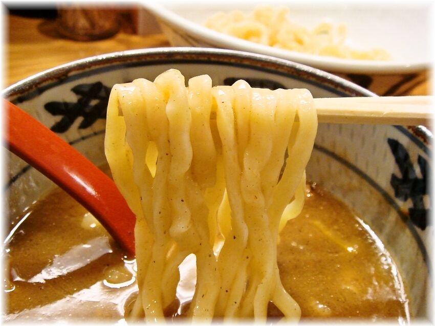 月と鼈 濃厚煮干しつけ麺の麺2