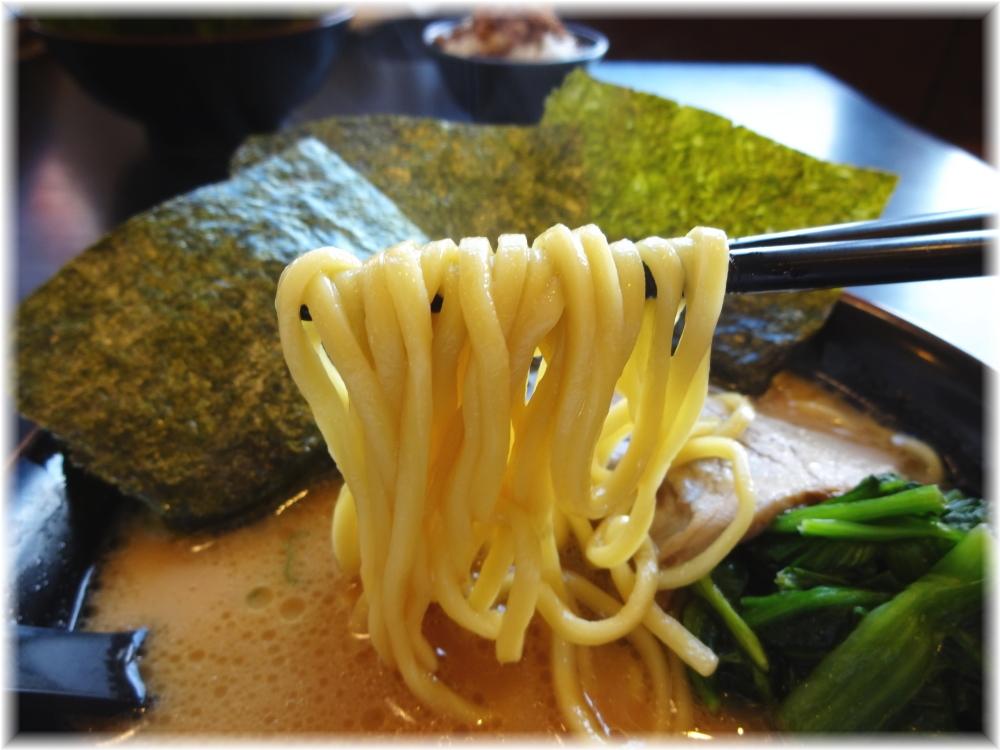 濃厚家秦野店 ラーメンの麺