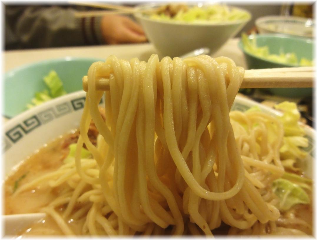 桂花新宿末広店 太肉麺の麺
