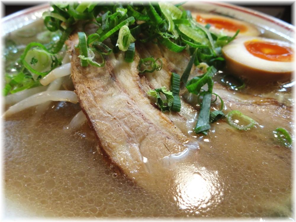希望軒 とんこつ味玉入りのスープ