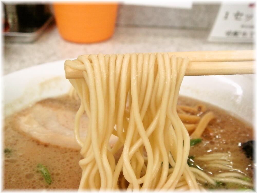 魁龍博多本店 ラーメンの麺