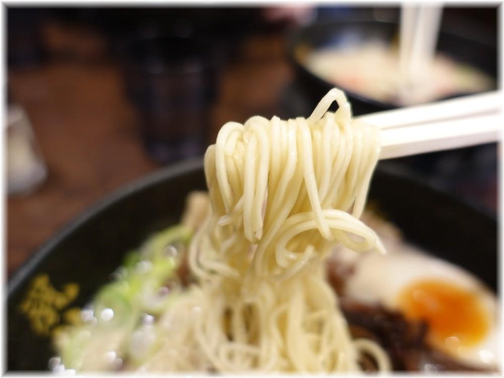 博多風龍大宮東口駅前店 半熟玉子&ねぎラーメンの麺