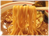 田 DEN ラーメンの麺