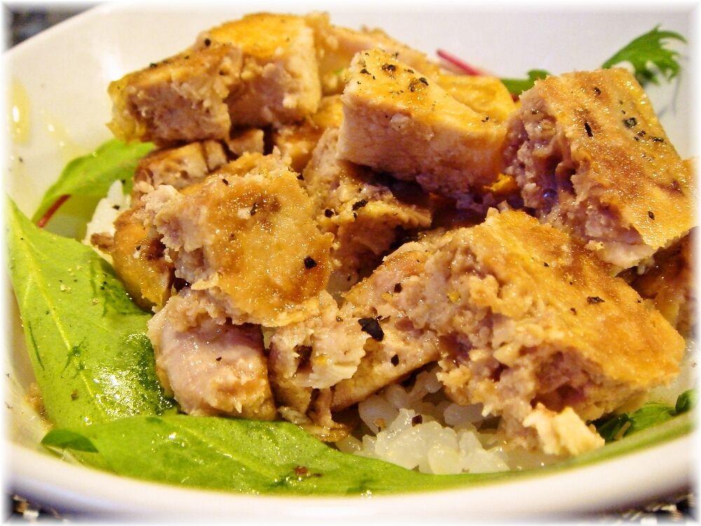 ビーハイブ 鶏チャーシュー丼のアップ