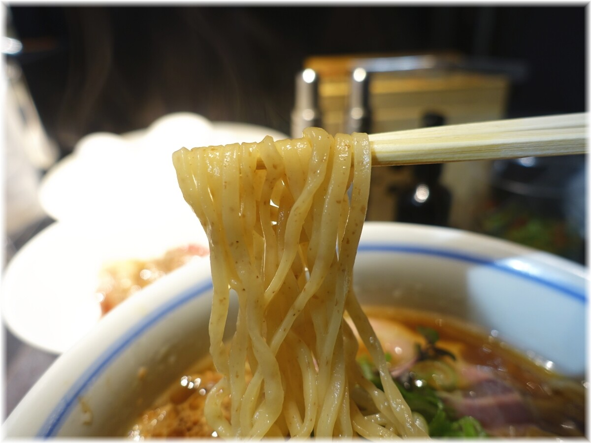 駄目な隣人 REGULAR(醤油ラーメン)の麺