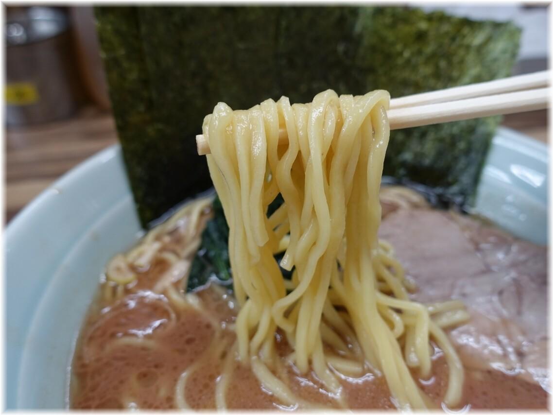 武源家2 ラーメン(並)の麺