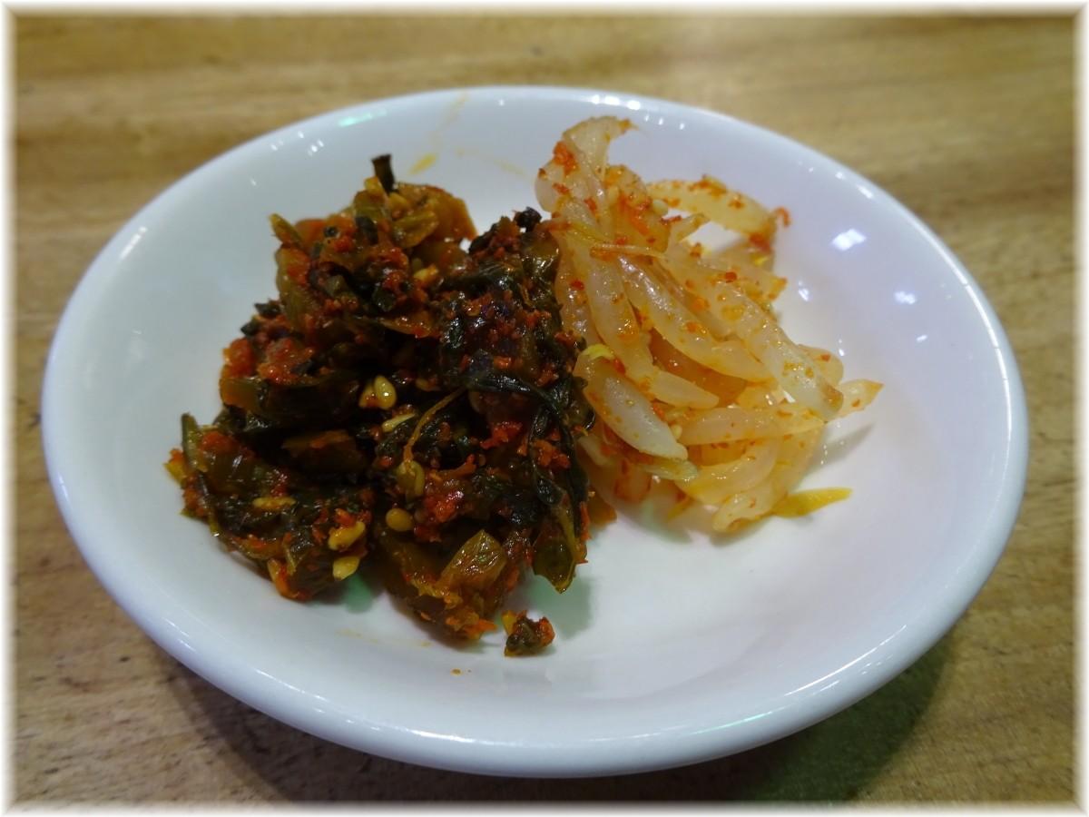 一風堂みなとみらい 卓上の辛子高菜とピリ辛モヤシ
